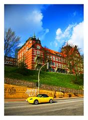 quartiers chics (Marie Hacene) Tags: hambourg voiture car jaune hamburg