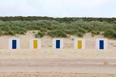 Beach Cabins (just.Luc) Tags: beachcabins strandcabines cabinesdeplage beach strand plage dunes duinen sand zand sable paysbas netherlands nederland zeeland noordzee northsea merdunord niederlande blue yellow bleu jaune blauw geel blau gelb grass gras helmgras herbe europa europe holland