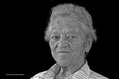 Frieda 2 (Menschenlandschaften) Tags: frau mensch alt schwarzweis portrait menschenlandschaften