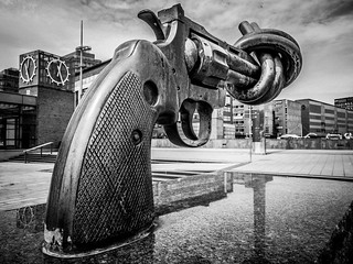 Non-Violence - The knotted gun