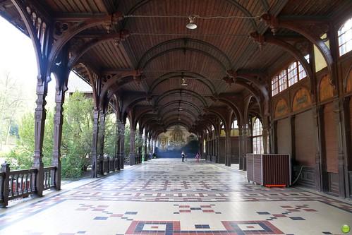 Walking hall