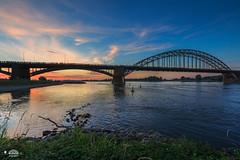 101e Nijmeegse vierdaagse bij dageraad (nldazuu.com) Tags: 845mmfilter waalbrug bridge waal gelderland brug nijmegen vierdaagse nijmeegsebrug rivierdewaal wandeltocht davezuuring 4daagse netvoordezonkwam rivier dewaal 101evierdaagse canon5dmkiii