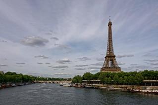 Paris / Tour Eiffel vue du Pont de Bir-Hakeim