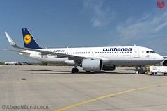 Lufthansa Airbus A320 NEO *First to Fly A320 NEO* (AircraftLovers.com) Tags: lufthansa airbus a320271nwl a320271n a320200 a320 neo a320neo first fly firsttofly firsttoflya320 firsttoflya320neo planespotting aviation avgeek airport berlin berlinairport schönefeld schönefeldairport schonefeld schonefeldairport schoenefeld schoenefeldairport sxfairport sxf eddb ber aircraft flugzeug plane aircraftlovers aircraftloversde aircraftloverscom bbi willybrandt ila ila2016 ilaberlin ilaberlinairshow airshow daina