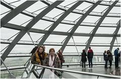 0622- MADRE E HIJA - CÚPULA DEL REICHSTAG - BERLÍN - (--MARCO POLO--) Tags: cúpulas ciudades rincones arquitectura arte personas