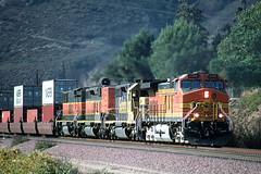 BNSF 5392 at Blue Cut, CA - 11/22/02 (RockAndRail) Tags: burlingtonnorthernsantafe dash944cw 5392 california cajonpass bluecut swarthoutroad cajoncampground intermodal container bnsf sd402b