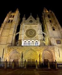 La Pulcra Leonina! (cristianff09) Tags: castillayleon magia night noche catedral león
