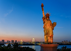 Statue of liberty @ the twilight zone (Marcel Tuit | www.marceltuit.nl) Tags: 2017 asia aziã« bluehour canon canon6d eos holland japan june juni me marceltuit may nederland nihon nippon thenetherlands tokyo vakantie betonjungle bigcity blauweuur bridge brug city contactmarceltuitnl dawn dusk eiland fareast gaaf grotestad holiday island landmark mei metropole metropool odaiba rainbowbridge regenboogbrug reis replica replika rondreis roundtrip schemering sea skyline stad statueofliberty sunset superstad travel twilight verreoosten vliegreis vrijheidsbeeld water wwwmarceltuitnl zee zonsondergang