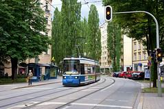 R2-Wagen 2103 am Regerplatz (Frederik Buchleitner) Tags: 2103 linie17 munich münchen r2wagen strasenbahn streetcar tram trambahn