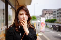 Smoking girl (Eric Flexyourhead) Tags: ikuno ikunoku 生野区 osaka osakashi 大阪市 kansai 関西地方 japan 日本 city urban street streetphotography people japanese girl woman smoking smokinggirl cute kawaii かわいい shallowdepthoffield bokeh sonyalphaa7 zeisssonnartfe35mmf28za zeiss 35mmf28