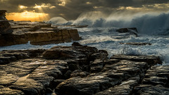 Maroubra2_DSC7342 (fredericmoreno) Tags: 2017 australia australie nsw beac maroubra sunrise sunrays lever soleil rocks rochers waves landscape seascape yellow nikon d800
