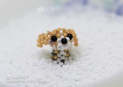 Beaded Beagle (BeeJang - Piratchada) Tags: beadweaving beadwork beading miyuki dog beaded animal motif beagle charm handmade