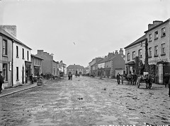 Main St. Edgeworthstown, Co. Longford (National Library of Ireland on The Commons) Tags: robertfrench williamlawrence lawrencecollection lawrencephotographicstudio thelawrencephotographcollection glassnegative nationallibraryofireland edgeworthstown colongford mostrim mainstreet horses carts people hotel countylongford meathastroim margaretmarymonahan monahan ulsterbanklimited poster potatoblightwarning puddles rain