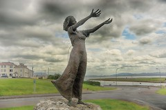 The Waving Girl in Roses Point (Sligo) (rickybon) Tags: rosespoint sligo sculpture greatphotographers infinitexposure pentaxk5 pentaxflickraward pentaxart k5 riccardobonelli