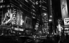 new_york (Natilus.photo) Tags: ville new york city amerique noir et blanc bw monochrome affiche street nuit night light lumière rue building big apple