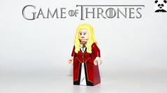 5 - Cersei Lannister (Random_Panda) Tags: lego figs fig figures figure minifigs minifig minifigures minifigure purist purists character characters film films movie movies television tv game of thrones season 1 7 white walker eddard ned stark premiere jon snow tyrion lannister cersie jaime arya sansa george r martin winterfell the north wall kings landing baratheon tyrell arryn sam samwell tarly nightwatch king wildlings kit harrington robb richard madden theon greyjoy williams maisie toy lena headey cersei queen