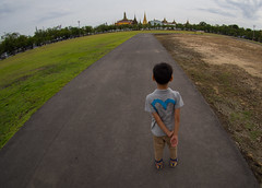 way of life (piyadouagpummat) Tags: thailand thai bangkok temple emerald buddha watphrakaeo royalplaza sanamluang olympus omd em5 bcl0908 fisheye bodycap lens