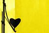 Una segnaletica gentile (meghimeg) Tags: 2017 lavagna ombra shadow sole sun muro wall giallo yellow