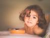 * (G.Mallofret) Tags: bebé niña portrait retrato gmallofret mallofret canon6d children comiendo mirada luz ef50mmf14usm