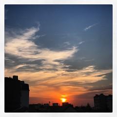 (baptisteflageul) Tags: couchedesoleil sunset soir evening soleil sun nuages clouds cloudporn ciel sky skyporn orange rouge red jaune yellow wow nature paysage landscape bleu bluehour blue paris france urbain urban