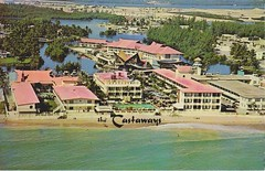 ** Miami Beach (Fla) USA ** - 6 (Impatience_1 (peu...ou moins présente...)) Tags: thecastaways hotelrestaurant miamibeach florida floride usa 1961 cartepostale postcard ancien old numérisée scanned impatience