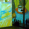 Rue de la couleur (_ Adèle _) Tags: paris grandehalledelavillette exposition vangogh projections couleurs toiles visiteurs silhouettes contrejour