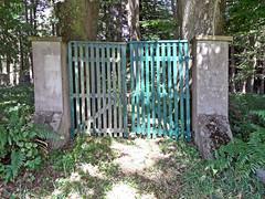 Jüdischer Friedhof Höhr-Grenzhausen - Tor (onnola) Tags: grenzhausen höhrgrenzhausen westerwald rheinlandpfalz deutschland rhinelandpalatinate germany friedhof jüdisch jewish cemetery kirkut tor gate graveyard