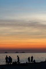 Praia de Ipanema (Johnny Photofucker) Tags: riodejaneiro rj ipanema praia beach spiaggia playa pôrdosol sunset tramonto lightroom silhueta silhouette backlighting contraluz céu sky cielo 70200mm brasil brasile brazil