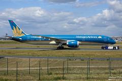 Vietnam Airlines --- Boeing 787-9 Dreamliner --- VN-A863 (Drinu C) Tags: adrianciliaphotography sony dsc rx10iii rx10 mk3 fra eddf plane aircraft aviation vietnamairlines boeing 7879 dreamliner vna863