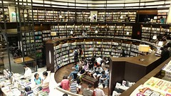 My favorite visual angle - Taichung large bookstore (葉 正道 Ben(busy)) Tags: bookstore taichung 台中書店 台中 書店 台灣書店 taiwan interior 室内 books taiwanˍbookstore