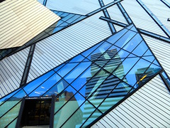 Royal Ontario Museum, Toronto, Ontario (duaneschermerhorn) Tags: toronto ontario canada architecture building skyscraper structure highrise architect modern contemporary modernarchitecture contemporaryarchitecture reflection reflective reflectivebuilding glass windows glassclad mirror distortion