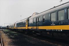 Beneluxstuurstandrijtuigen (lex_081) Tags: 11b02 220 meetrijtuig 2500 stuurstandrijtuig stuurstand nmbs benelux mw wrd emplacement roosendaal station ns rd7658 7658 rd 19870501 220901 901