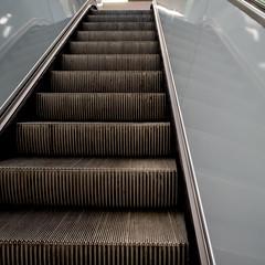 Rolltreppe (p.schmal) Tags: olympuspenepm2 hamburg wandsbek quarree ubahn baustelle bernerheerweg