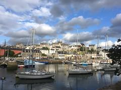 Port Rhu (pileath) Tags: réflection reflets lumière light voiliers boat bateau cloud nuage harbour port