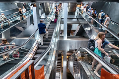 Garibaldi 8 (isnogud_CT) Tags: garibaldi statione bahnhof rolltreppe treppe menschen bunt reisende neapel italien ubahn underground linea1 metall