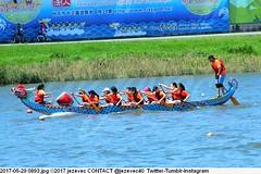 2017-05-29 0893 (Badger 23 / jezevec) Tags: 2017 20170529 dajia dragon dragonboat festival taiwan history culture travel tourism duanwufestival zhongxiaofestival 忠孝節 龍船節 龍舟節 端午节 端午節 龍舟 龙舟 龍船 龙船 taipei ֵ台北 臺北市 taipeh taןpeh ταϊπέι 타이페이 тайбэй 台北市 ტაიბეი تايبيه taibei đàibắc taipé tchajpej rowing sports boat barco шлюпка 배 ボート barca βάρκα bateau 小船 člun veneillä csónak łódź boating vessel photo picture image watersports watercraft asia tradition