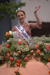 Classic Wave & Smile (swong95765) Tags: parade woman female lady floral roses peach orange pretty waving smiling beauty float queen redhead