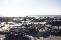 The crowd at Thor's Well oregon (m01229) Tags: d7200 gardiner oregon unitedstates us