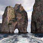 I Faraglioni, côte sud, Capri, Campanie, Italie. thumbnail