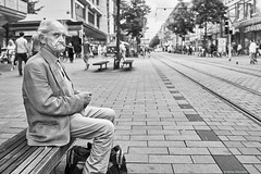 Mannheim Street Mann 134 b&w (rainerneumann831) Tags: bw blackwhite street streetscene ©rainerneumann urban monochrome candid city streetphotography blackandwhite mann portrait mannheim sitzbank