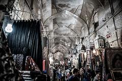 De compras. (Cerratín (Off for a week)) Tags: iran shiraz persia vakil bazar market mercado nikon d750 2470mm compras shopping gente people