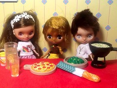 Toy-in-the-Frame Thursday; and Blythe-a-Day July#22 Pie (or Math): Petites Entertain