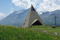 Mont-Cenis : chapelle pyramidale du Plan des Fontainettes (bernarddelefosse) Tags: montcenis chapelle musée savoie rhônealpes