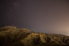 Atacama Desert / Desierto de Atacama (Geoffrey Morier) Tags: atacama desert hill antens stars sky dark black light shadows canon eos rebel t6 iii region chile desierto sombras luces cielo oscuro estrellas estrellado ruido luz antenas arena sand tierra earth