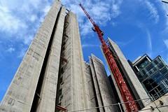 Rising Up.... (Manoo Mistry) Tags: nikon nikond5500 tamron18270mmzoomlens tamron birminghampostmail biulding birminghamuk westmidlands construction crane building flickr