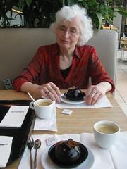 Truffe Bol (streamer020nl) Tags: gebak louise bijenkorf pastry truffebol chocolate coffee koffie café kaffee amsterdam 2017 210717 holland nederland netherlands niederlande paysbas