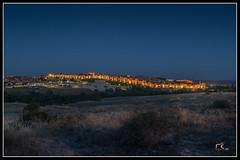 Ávila al atardecer. (Salva RC.) Tags: luz iluminación nocturna avila castilla muralla colorido noche atardecer cielo azul colorful
