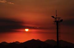 não importa a data, mas as lembranças! (Ruby Ferreira ®) Tags: sunset pôrdosol ontheroad naestrada silhuetas silhouettes montains montanhas