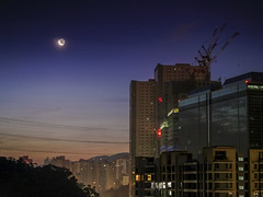 Waning Crescent Moon (Jimweaver) Tags: waning crescent moon midnight deepblue night cloudy dawn building bright silent 月 下弦月 深夜 夜晚 深藍 建築 寂靜 新北 台北 台灣 taipei taiwan