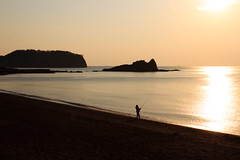 The fisherman (StephanExposE) Tags: japon japan asia asie stephanexpose awakatsuyama kyonan nature mer sea soleil sun sunset coucherdesoleil eau water reflet reflect ile island